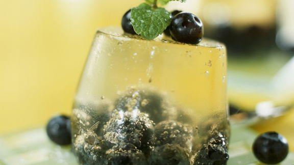 Rezept: Champagnergelee mit Blaubeeren