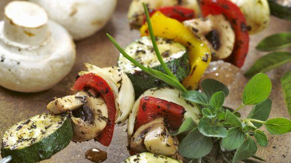 Rezept: Champignon-Gemüse-Spieße vom Grill