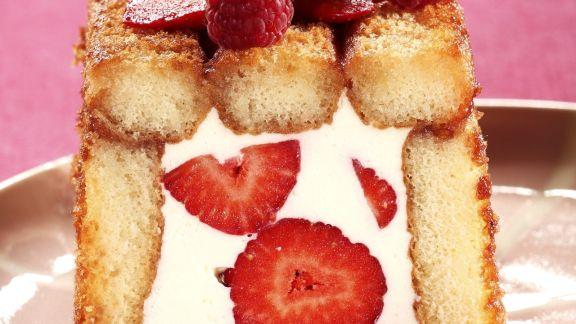 Rezept: Charlotte mit Erdbeer-Joghurt-Füllung