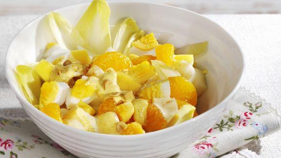 Rezept: Chicorée-Mandarinen-Salat mit Ei