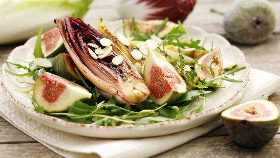 Rezept: Chicorée vom Grill mit Rucola und Feigen