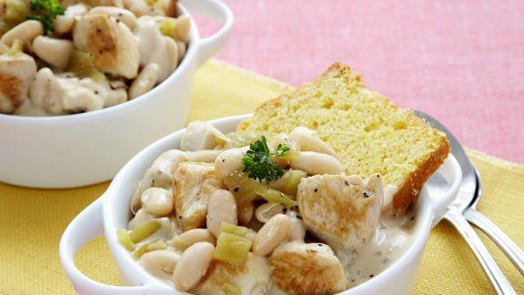 Rezept: Chili mit Putenfleisch, weißen Bohnen und Maisbrot
