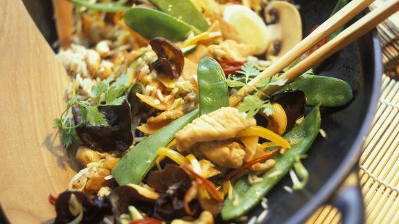 china wok mit pute gem se und pilzen rezept eat smarter. Black Bedroom Furniture Sets. Home Design Ideas