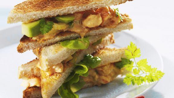 Rezept: Club-Sandwich mit Meeresfrüchte-Avocado-Salat