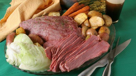 Rezept: Corned Beef mit Kohl, Karotten und Kartoffeln