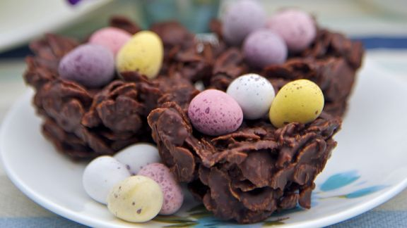 Rezept: Cornflakes-Nest mit Zuckereiern