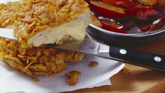 Rezept: Cornflakes-Schnitzel mit Käsefüllung