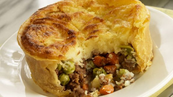 Rezept: Cottage Pie mit Fleisch und Gemüse gefüllt