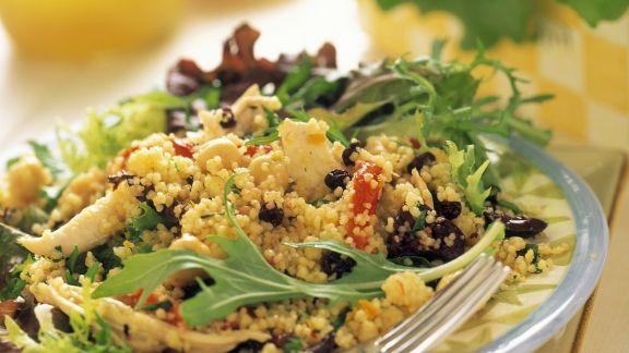 Rezept: Couscous-Hähnchen-Salat mit Rucola und Sultaninen