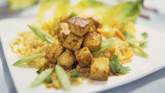 Rezept: Couscous mit Lauchzwiebeln und würzigem Tofu