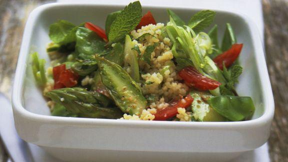 Rezept: Couscous-Spargel-Salat mit Minze