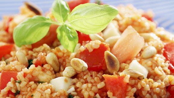 Rezept: Couscousalat mit Pinienkernen und Tomaten