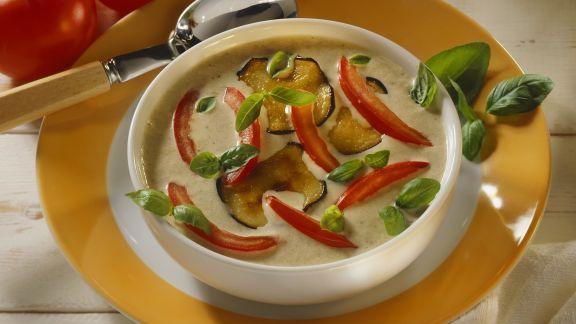 Rezept: Cremige Auberginensuppe mit Schmortomaten