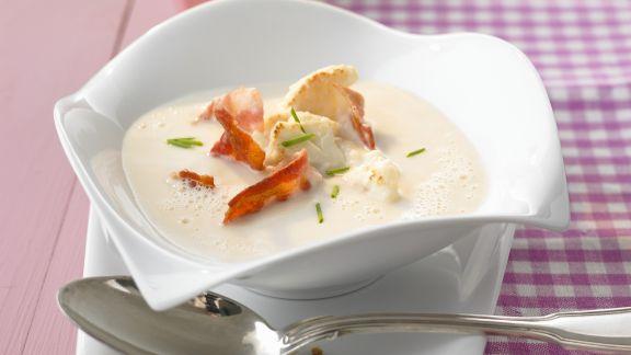 Rezept: Cremige Blumenkohlsuppe mit Bacon