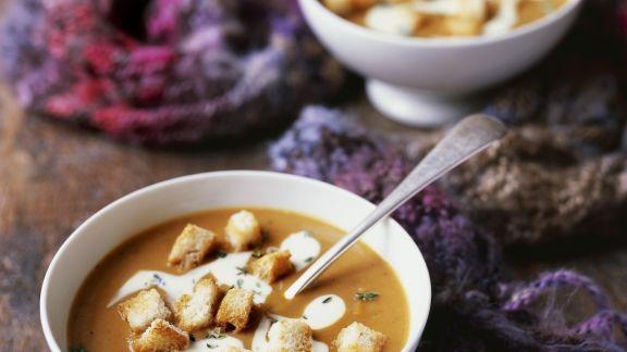 cremige butternut k rbis suppe mit croutons rezept eat smarter. Black Bedroom Furniture Sets. Home Design Ideas