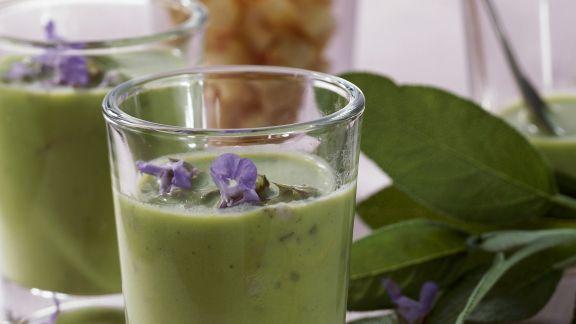 Rezept: Cremige Erbsensuppe mit Salbei