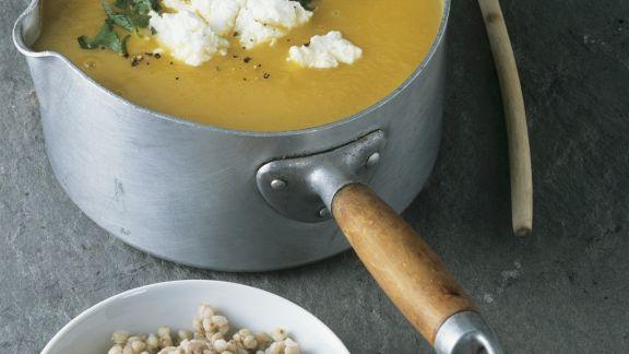 Rezept: Cremige Kürbissuppe mit Buchweizen