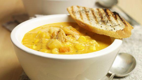 Rezept: Cremige Maissuppe mit Hähnchenfleisch