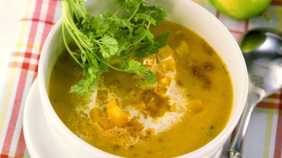 Rezept: Cremige Paprikasuppe mit Curry und Koriander