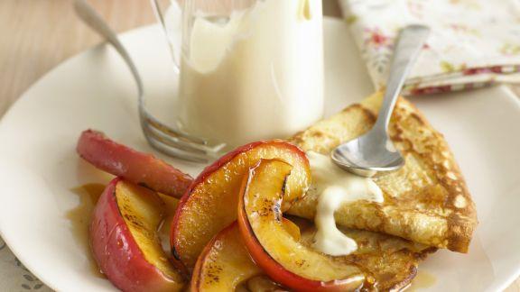 Rezept: Crêpes mit Karamell-Äpfeln
