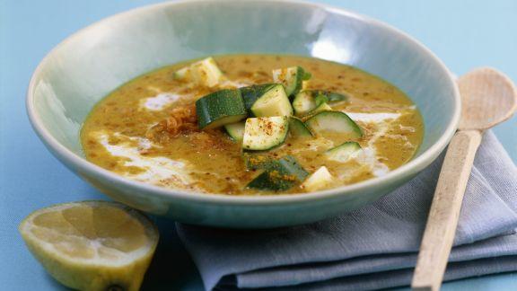 Rezept: Curry-Kokossuppe mit Linsen und Zucchini