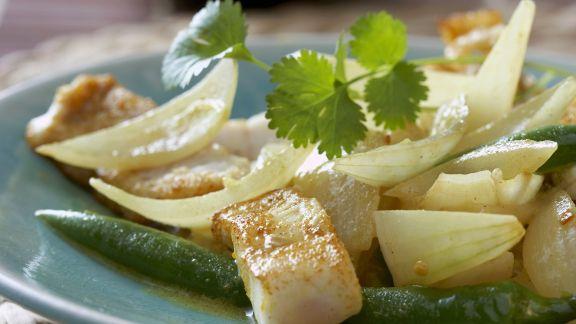Rezept: Curry mit Fisch, Peperoni und Zwiebeln