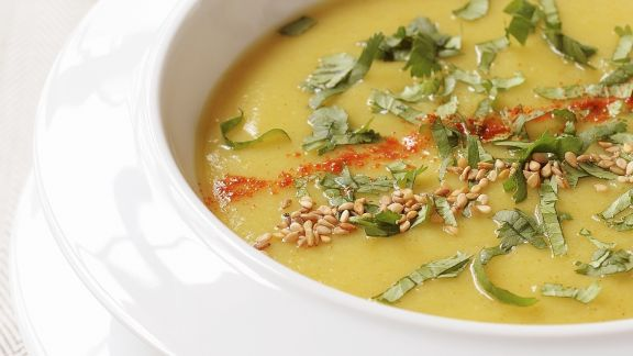 Rezept: Curry-Pastinaken-Suppe mit Koriander