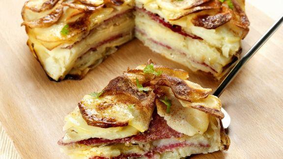 Rezept: Deftige Kartoffel-Salami-Torte