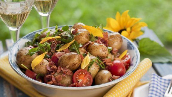 Rezept: Deftiger Kartoffelsalat mit Tomaten und Speck