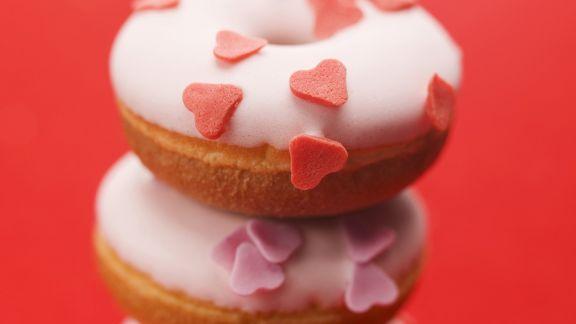 Rezept: Dougnuts mit Zuckerherzen