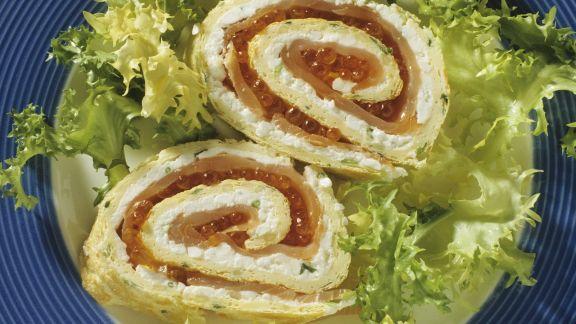 Rezept: Eier-Lachs-Röllchen mit Kaviar und Hüttenkäse