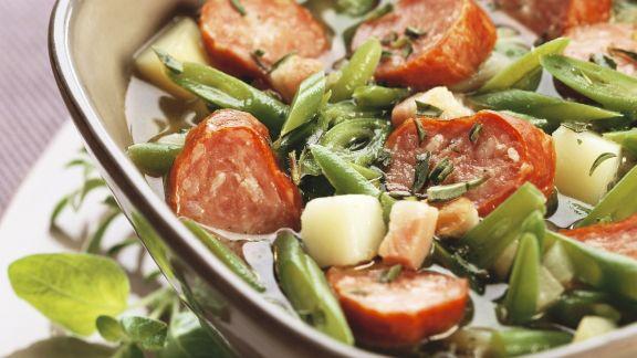 Rezept: Eintopf aus grünen Bohnen mit Speck und Mettwurst