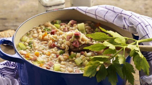 Rezept: Eintopf nach Kärntner Art mit Rollgerste, Bohnen und geräuchertem Fleisch