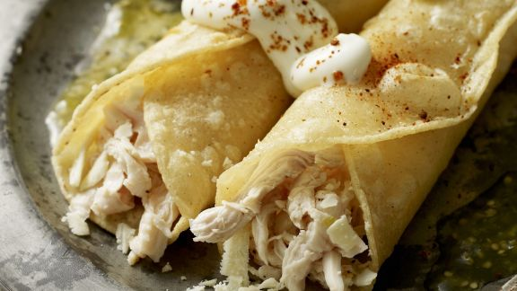 Rezept: Enchilada mit Hähnchenfleisch gefüllt