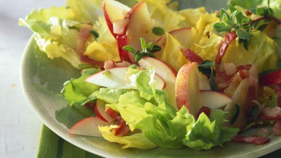 Rezept: Endiviensalat mit Apfelspalten