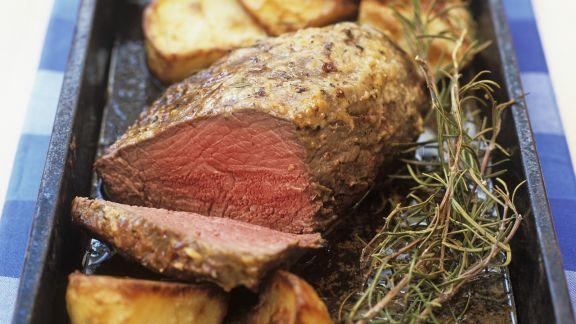 Rezept: Englischer Braten mit Senfkruste und gebackenen Kartoffeln