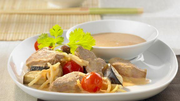 Rezept: Entenbrustfilet mit Bambussprossen, Tomaten und Kokossoße