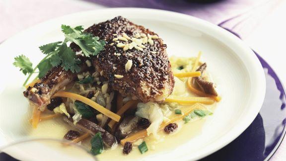 Rezept: Entenkeule im Chili-Erdnuss-Mantel und Gemüse