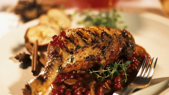 Rezept: Entenkeule mit Mandelstiften und fruchtiger Soße
