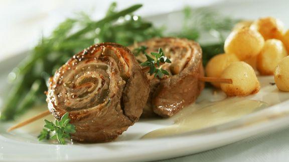 Rezept: Entrecote-Röllchen mit Bohnen, Kartoffeln und Senfsoße