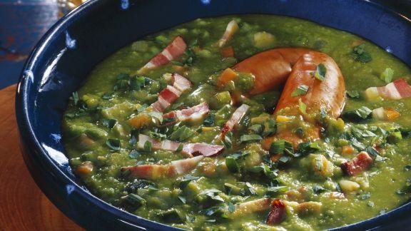 Rezept: Erbsen-Speck-Suppe mit Würstchen