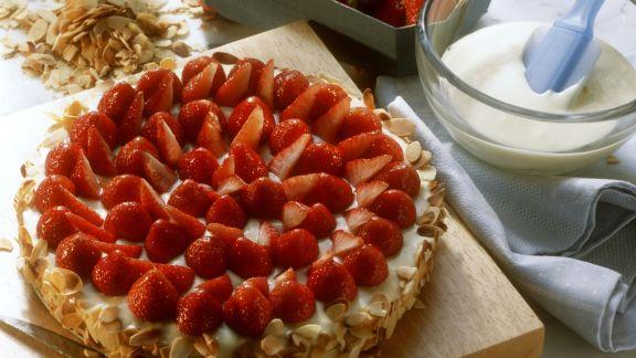 Rezept: Erdbeer-Mandel-Kuchen