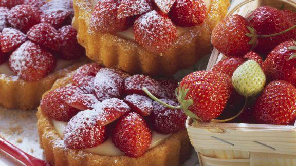 Rezept: Erdbeer-Pudding-Tarteletts