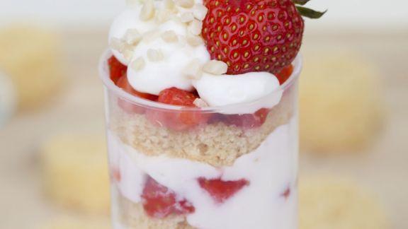 Rezept: Erdbeer-Quark-Dessert (Push Up Cake Pop)