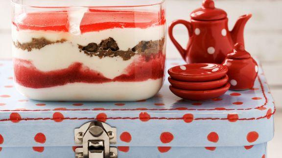 Rezept: Erdbeer-Quark mit Schwarzbrot