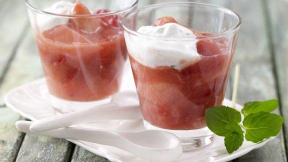 Rezept: Erdbeer-Rhabarber-Grütze