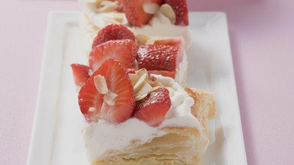 Rezept: Erdbeer-Sahne-Schnitten