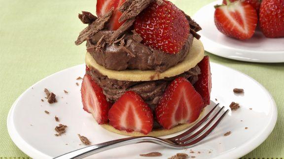 Rezept: Erdbeer-Schokocreme-Törtchen