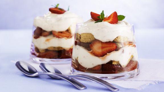 Rezept: Erdbeer-Trifle mit Amarettini