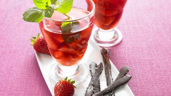 Rezept: Erdbeerkompott mit salzigen Schokoladenstäbchen